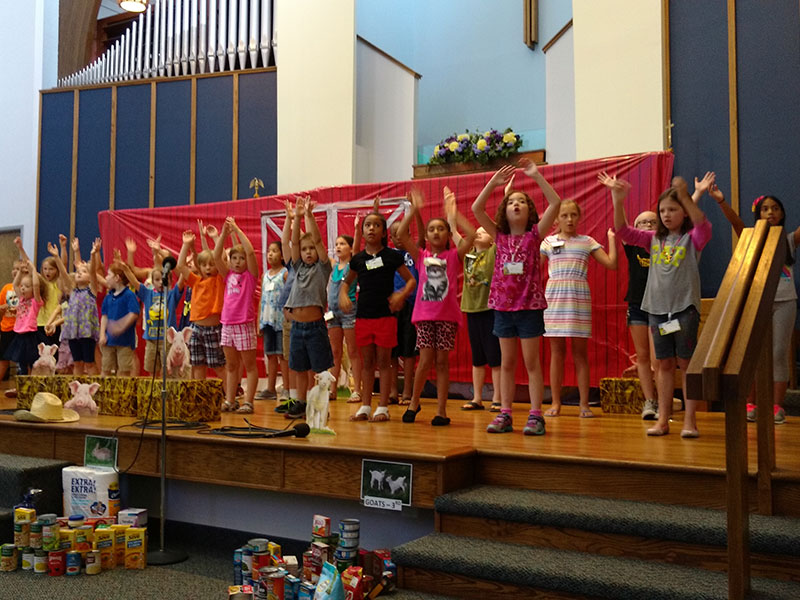 barry-church-web-site-photos-children-vbs-closing-singing-15-july-2016-79815